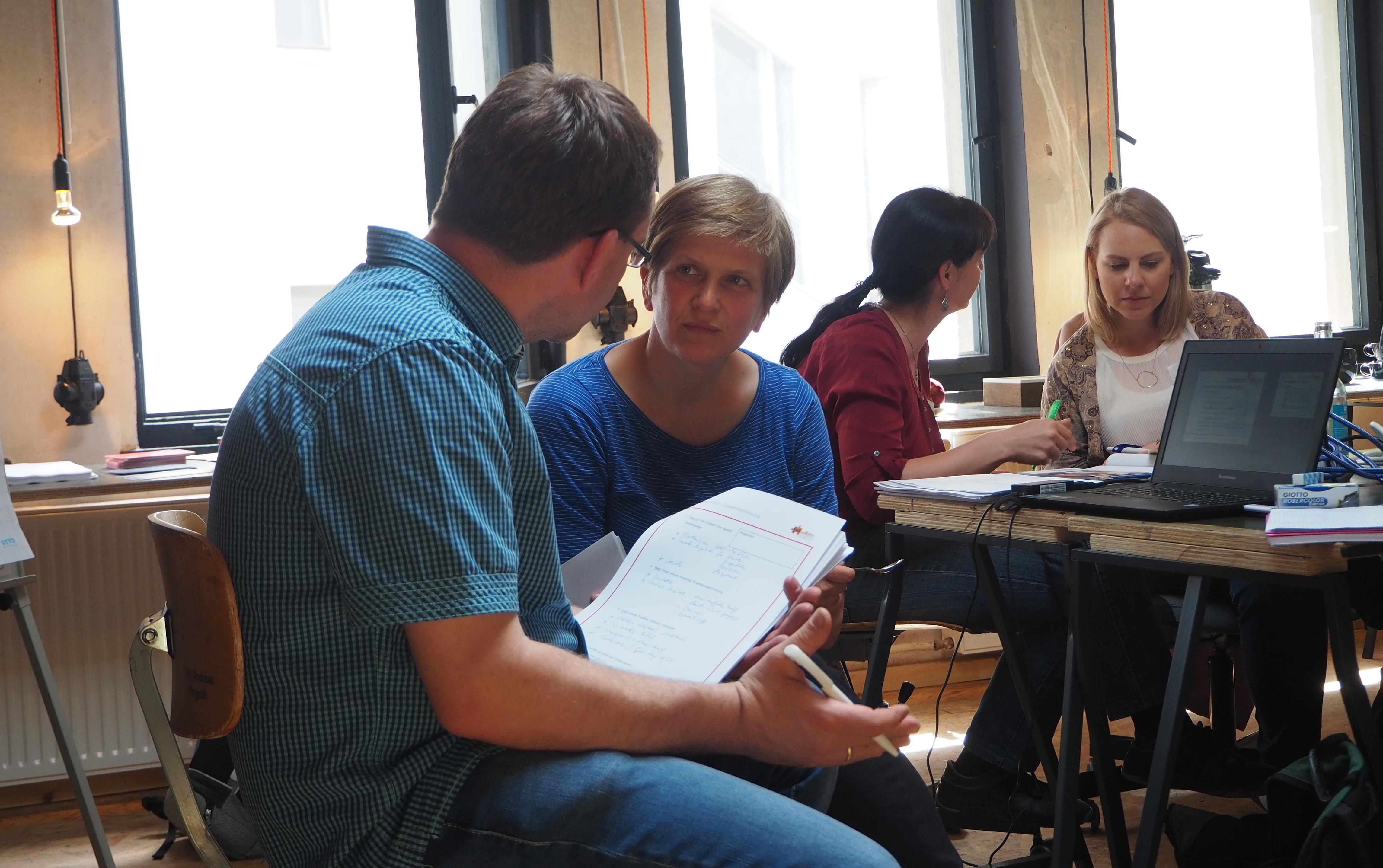 Bild einer Arbeitgsgruppe beim openTransfer Workshop